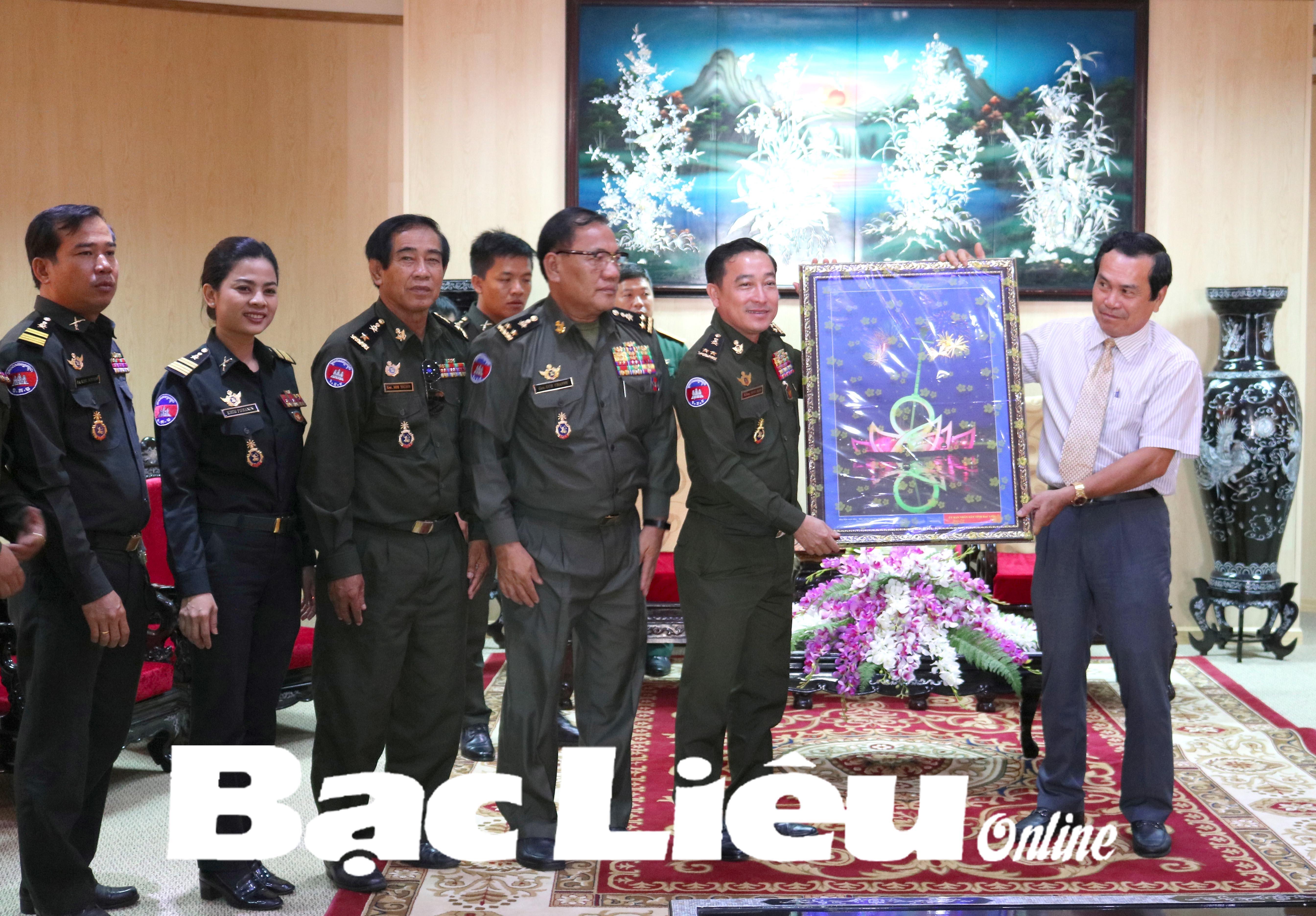 Quân đội Hoàng gia Campuchia thăm, chúc tết tỉnh Bạc Liêu