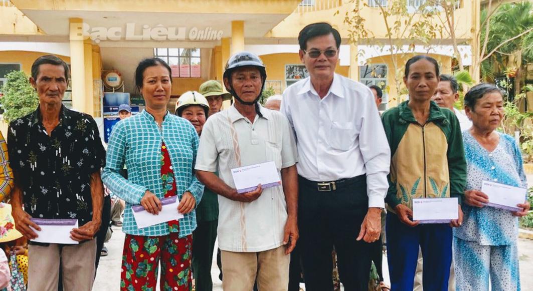 Ban liên lạc đồng hương Bạc Liêu - Cà Mau và Ngân hàng BIDV chi nhánh Bạc Liêu tặng 150 suất quà cho gia đình chính sách, hộ nghèo