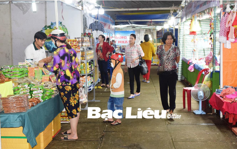 """Phiên chợ """"Đưa hàng Việt về nông thôn"""": Kênh kích cầu tiêu dùng hàng Việt hiệu quả"""
