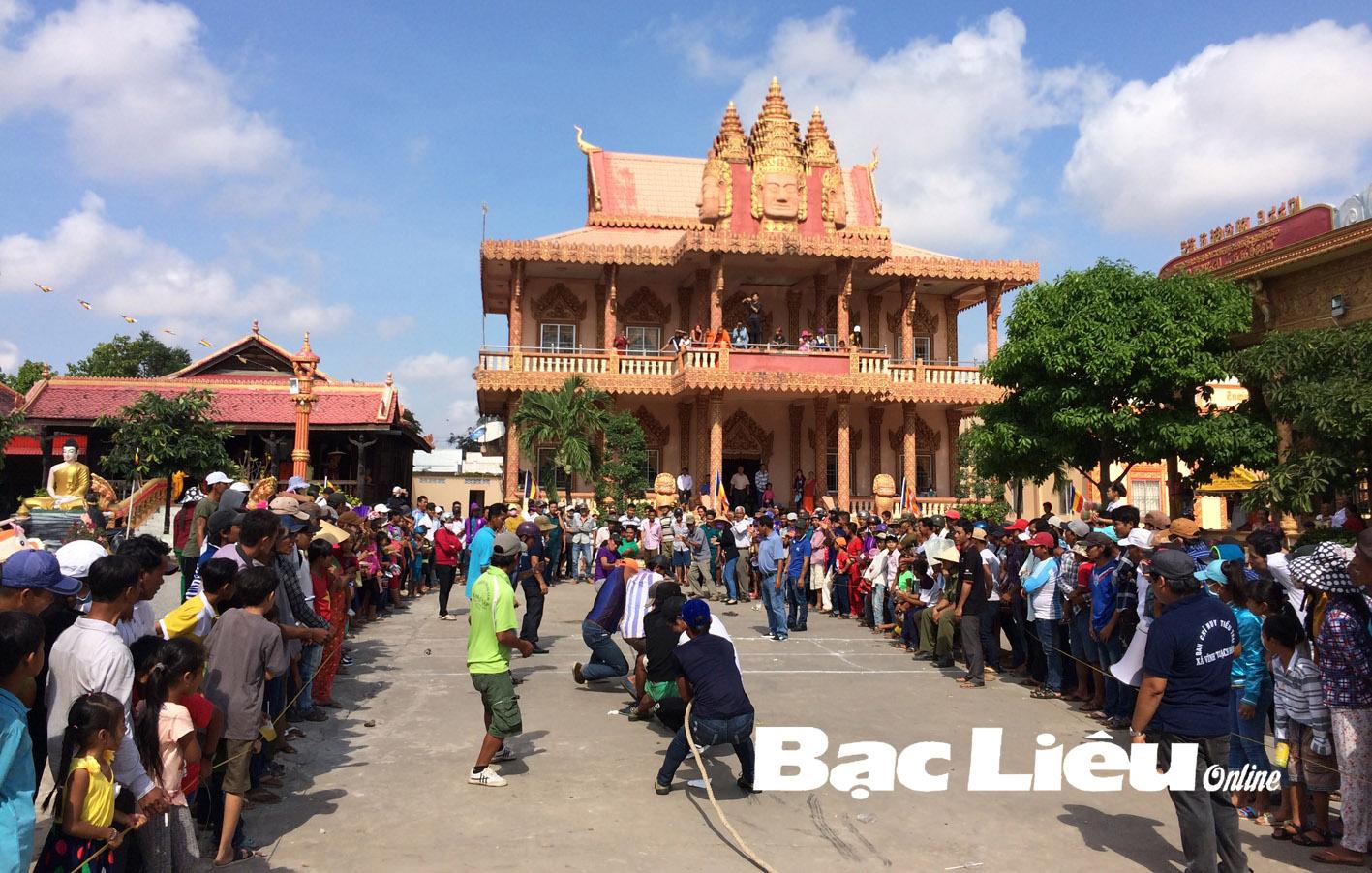 Cùng thanh thiếu nhi đồng bào Khmer vui tết Chôl-chnăm-thmây
