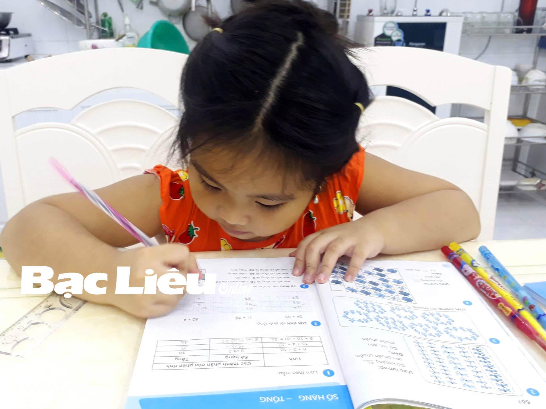 Giảm thời lượng tiếp xúc thiết bị học trực tuyến cho học sinh: An toàn, hiệu quả